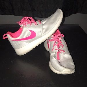 Shoes - Nike Rosche